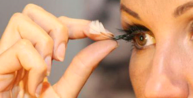 how to remove fake eyelashes