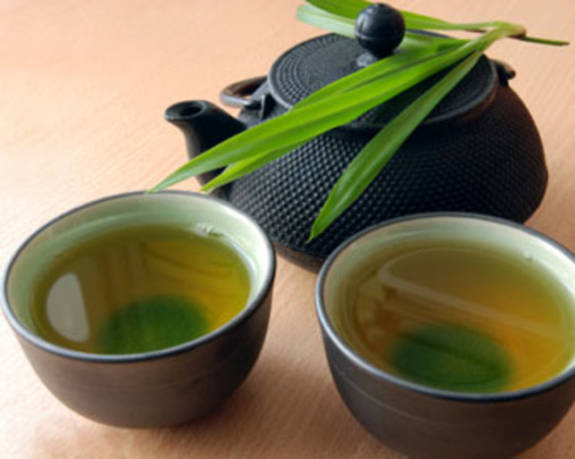 how to lose water weight with Cold Green Tea